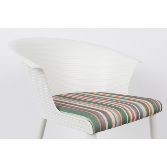 setti: 2 käsituin varustettua tuolia Olivia, valkoinen