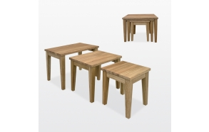 kolme sisäkkäin menevää pöytää
